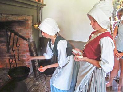 CP-fireside-cooking-demo-Virginia-and-Caroline-071416-ML