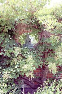 CP-HG-Tour-brick-wall-statue-072116-ML