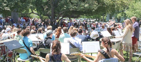 WP-GSA--grad-band-crowd-062316-A