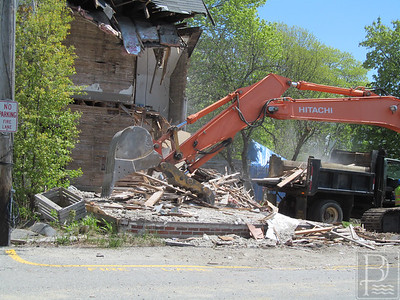 IA-Atlantic-Ave-house-demo-debris-052616-ML