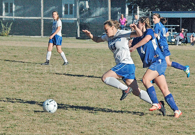 Mariner Aja Quintal races foro the ball against Searsport. Photo by Jack Scott