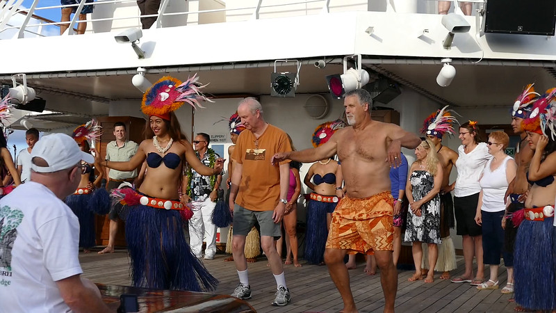 Barry embarrassing 'dance' with natives - May 27, 2016