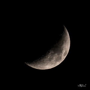 Waxing crescent moon 33% Illuminated