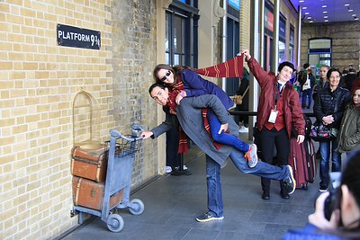 Kings Cross station - people standing in line (30 deep!) to get their picture taken at platform 9 and 3/4!