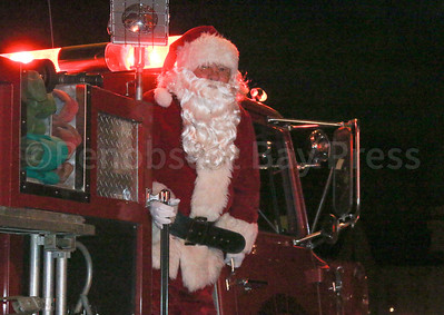 CP_Pen_tree_lighting_Santa_120717_ML