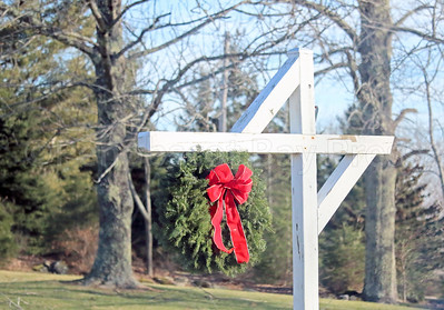 CP_Holiday_scenics_roadside_wreath_121417_AB