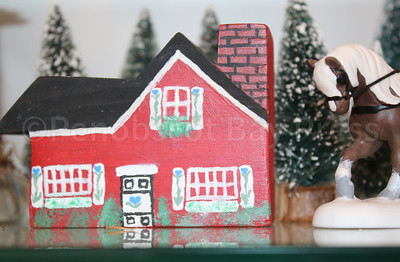 wp_mcnulty_xmas_villages_red_house_122117_ab