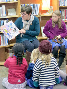 IA_Holiday_Hoopla_Reading_121417_MR