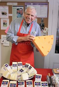 CP_holly_berry_fair_jurgen_cheese_120717_AB