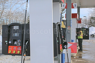 WP-tradewinds-gas-pumps-install-two-021617-AB