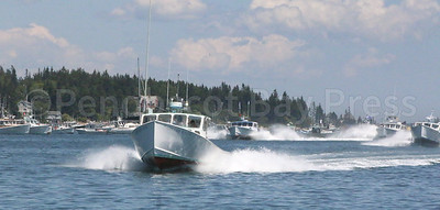 IA_lobster_boat_races_Uncles_UFO_winner__071317_AB