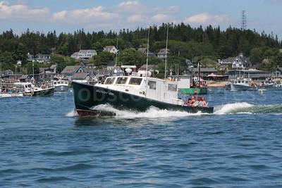 IA_lobster_boat_races_moving_on_stonington_071317_AB
