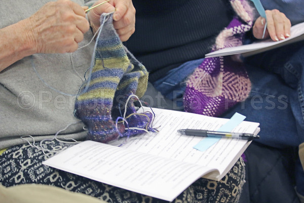 CP-Pen-town-meeting-knitting-030917-ML