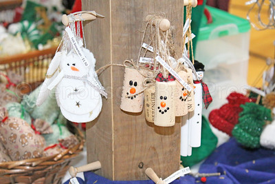 WP_Sedg_craft_fair_ornaments_112317_ML