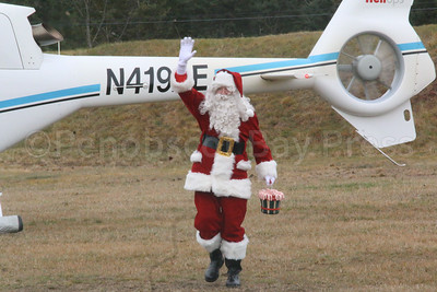 CP_Flying_Santa_waving_113017_ML