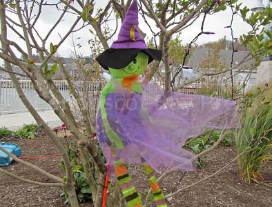 IA_Ston_Halloween_deco_witch_192617_ML