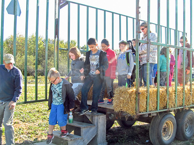 CP_Pen_students_corn_maze_ride_100517_ML