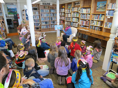 ia_ston_egg_hunt_library_040518_mr