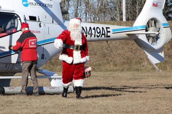 CP_Flying_Santa_Santa_121318_ML