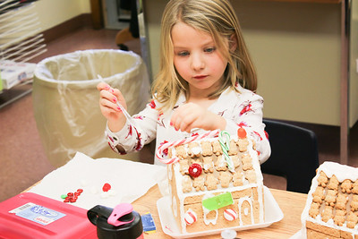 WP_BES_gingerbread_houses_Emma_112918_ML