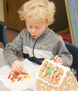 WP_BES_gingerbread_houses_Zeb_112918_ML