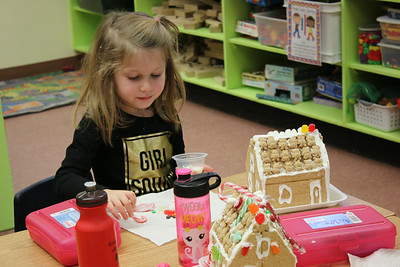 WP_BES_gingerbread_houses_Haley_112918_ML
