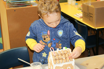 WP_BES_gingerbread_houses_Tiberius_112918_ML