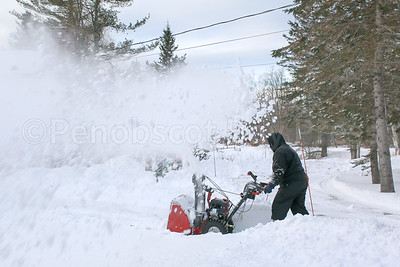 CP_snowstorm_snowblower_011118_AB