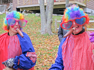 IA_Ston_Spooktacular_parade_Clowns_110118_MR