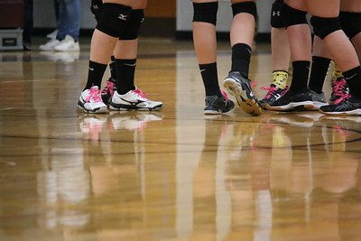 WP_GSA_volleyball_SF_sneaks_knee_pads_110719_AB