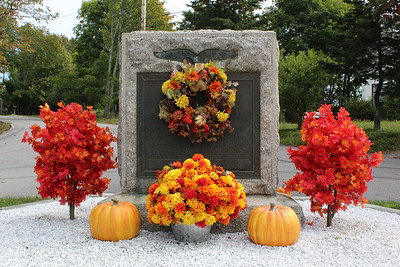 IA_quaco_rd_fall_harvest_display_100319_AB
