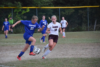 Sports_dis_girls_soccer_RyleeChargesahead_092619_JS