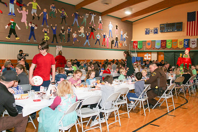WP_SES_first_responders_lunch_crowd_010220_ML