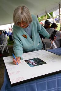_CP_Picnic_Elaine_Gardner_signing_autograph_matt_090221_RW