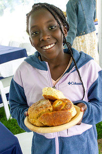 CP_Picnic_beautiful_bowls_of_breads_&_biscuits_with_child_090221