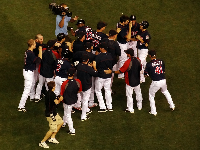 Twins win with a 9th inning walkoff