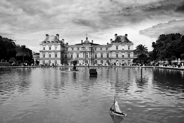 [365.151] Jardin de Luxembourg <I>Paris, France — May 31, 2009</i>  © Brendan Cox — All Rights Reserved