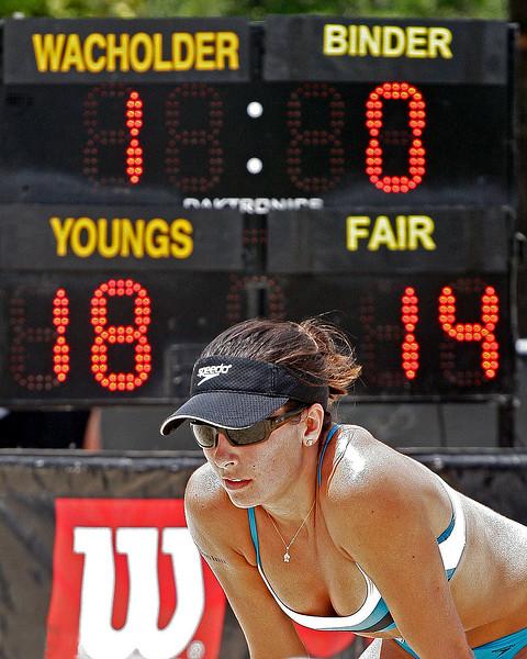Rachel Wacholder awaiting serve