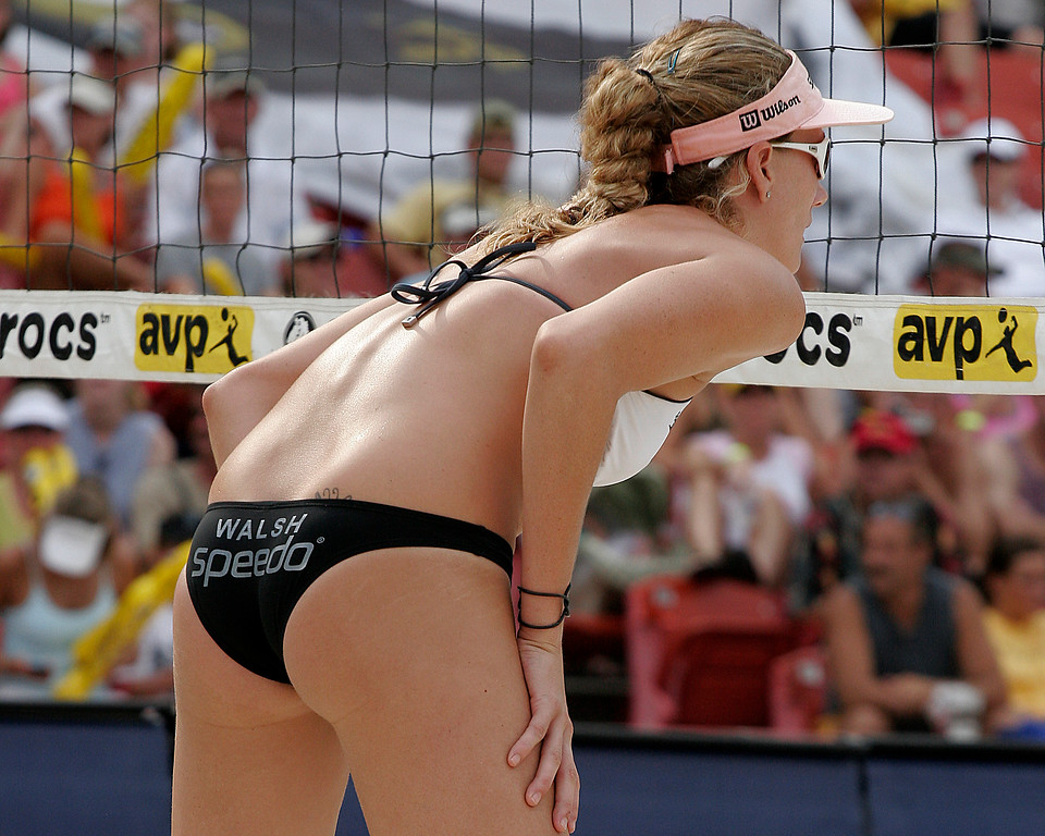 Kerri Walsh awaits serve