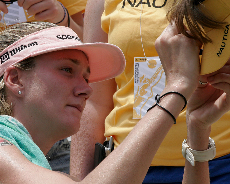 Kerri signs autograph