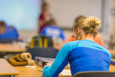Students take a quiz in Amy Cooper's intermediate accounting class.  Filename: AAR-14-4112-16.jpg