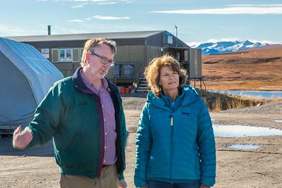 Brian Barnes, director of UAF's Institute of Arctic Biology, visits with U.S. Senator Lisa Murkowski during the senator's brief visit to IAB's Toolik Field Station on Alaska's North Slope in Sept, 2013.  Filename: AAR-13-3929-239.jpg