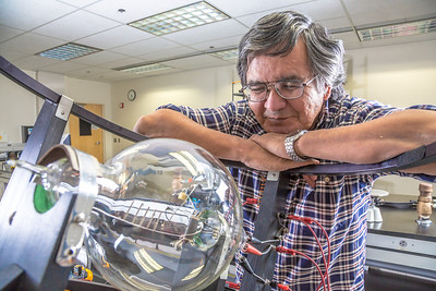 Physics major Stanley Edwin relaxes after class in a Reichardt Building lab.  Filename: AAR-13-4009-116.jpg