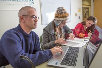 Assistant professor Brian Edmonds, left,  works with undergraduates Arianna Demmerly and Courtney Sessum in a Reichardt Building study lounge.  Filename: AAR-12-3598-097.jpg