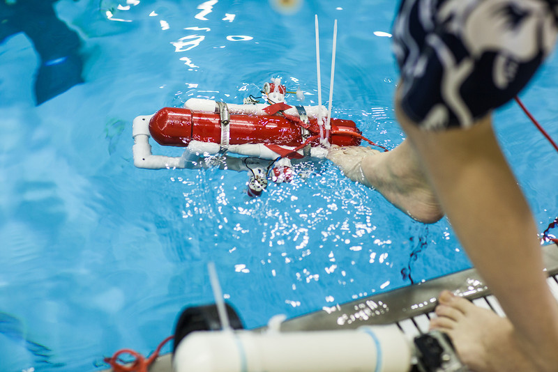 """Middle school students try out their recently built remotely operated vehicles inside the Hamme Pool as part of the Alaska Summer Research Academy.'  <div class=""""ss-paypal-button"""">Filename: AAR-13-3861-51.jpg</div><div class=""""ss-paypal-button-end"""" style=""""""""></div>"""
