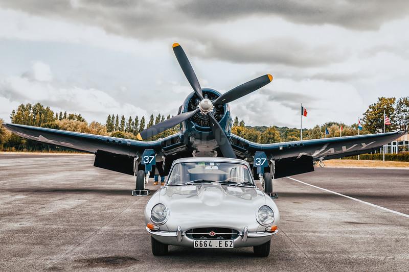 Chance Vought F4U-4 Corsair Redbull OE-EAS and Jaguar Type E © 2018 Olivier Caenen, tous droits reserves