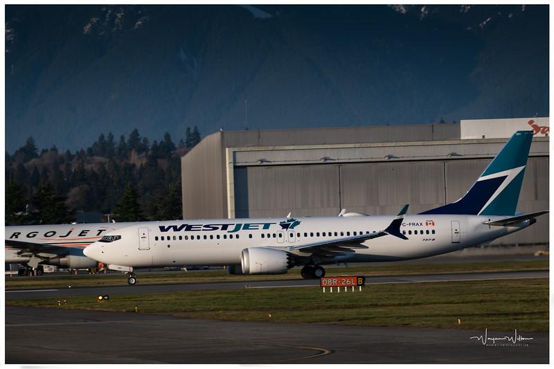 WestJet 737-8 Landing at YVR
