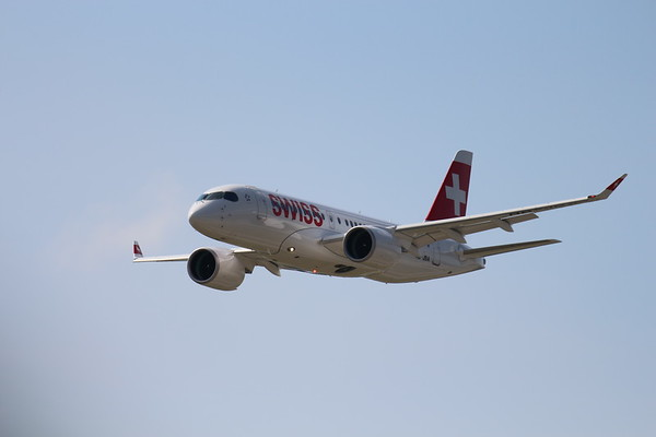 Arrival of the very first delivered Bombardiers CS100 in Zurich