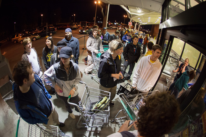 """Hundreds of students wait for the doors to open outside the parking lot Tuesday night, August 28, 2012 to enter the Fred Meyer's Midnight Extravaganza, where they could stock up for the new semester.  <div class=""""ss-paypal-button"""">Filename: AKA-12-3520-3.jpg</div><div class=""""ss-paypal-button-end"""" style=""""""""></div>"""