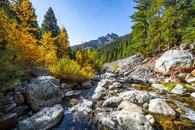 A mountain Autumn scenery along the North Yuba River.